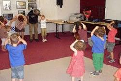enfants-faisant-de-l-eveil-musical